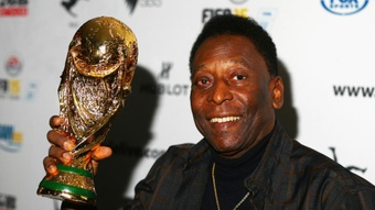 Pele recovering well after surgery to remove tumour