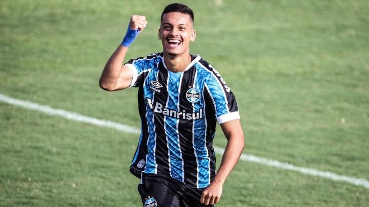 Grêmio encaminha empréstimo de Ricardinho para futebol português