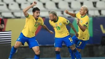 Neymar s'insurge du carton jaune reçu par Paqueta pour un dribble. Goal