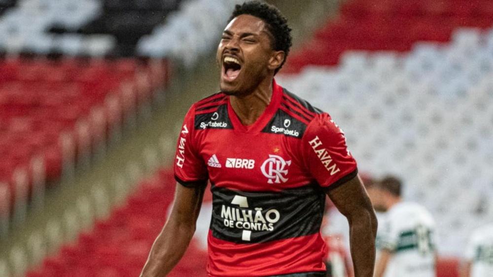 Vitinho do Flamengo: quantos gols e assistências o atacante tem pelo Rubro-Negro. AFP